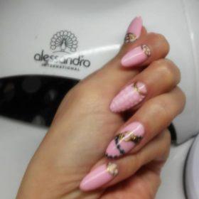 Manicure realizacja She He